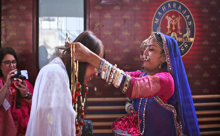 maharajas-express-luxury-train-india-welcome-local-red-carpet